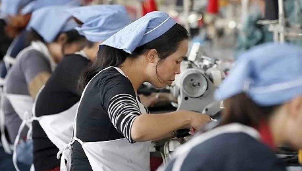 ILUSTRASI: Buruh yang bekerja di pabrik. (ATENDA.ID)